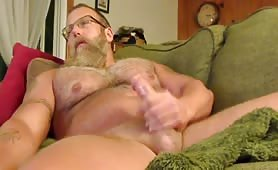 muscle daddy jerks off on couch while watching tv