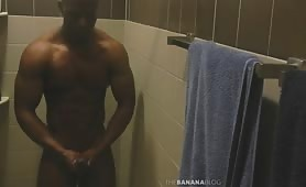 Muscled black guy jerking off while he showers