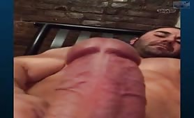 Hot nude bodybuilder masturbating in front a webcam