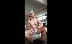 Muscular asian quick jerk off in the gym