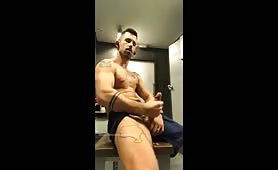Sexy muscle stud rubbing his cock on cam