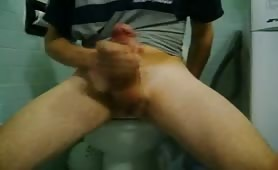 A very thick guy jerks and cums